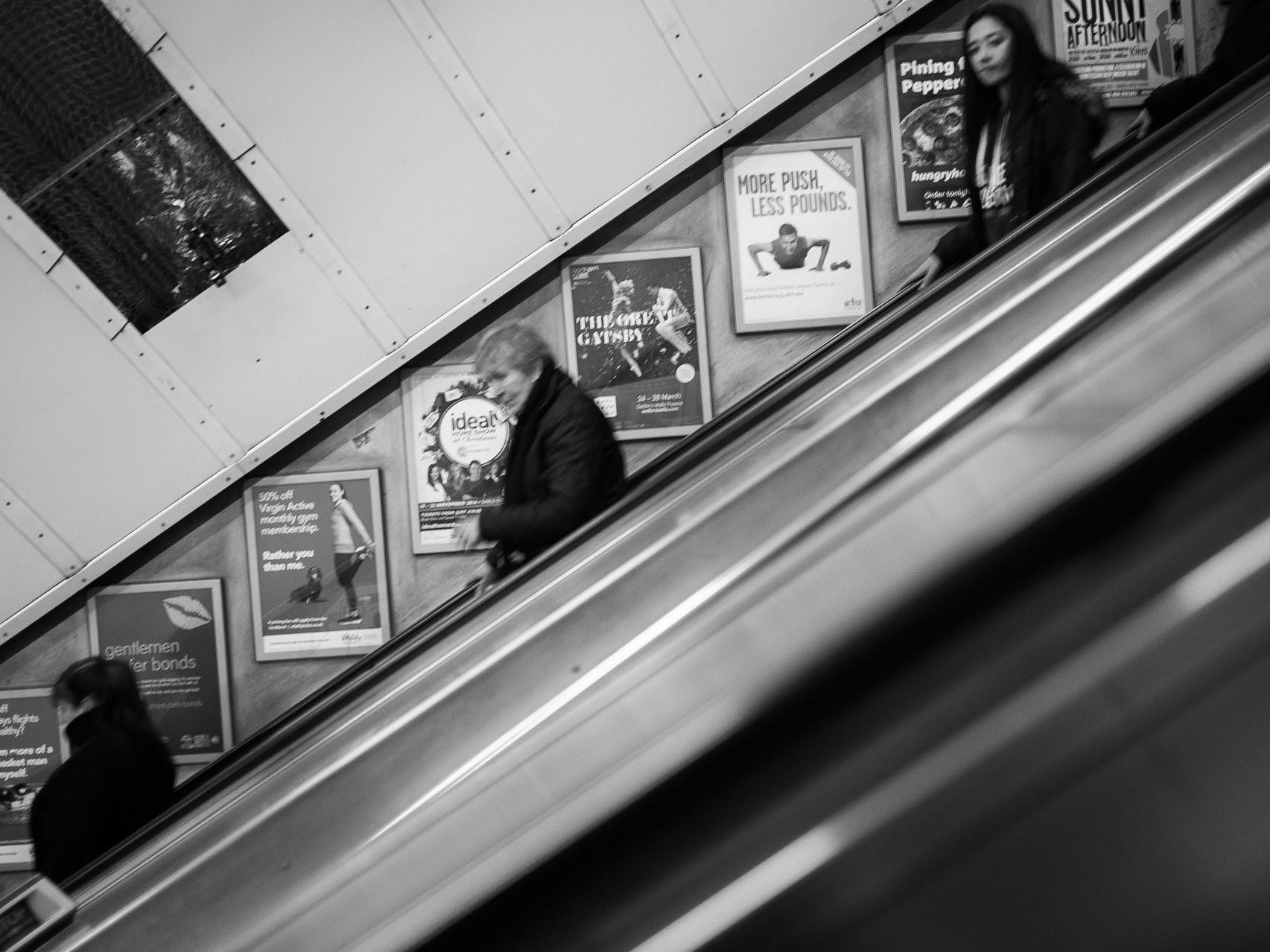 escalator-923990_1920 (2)